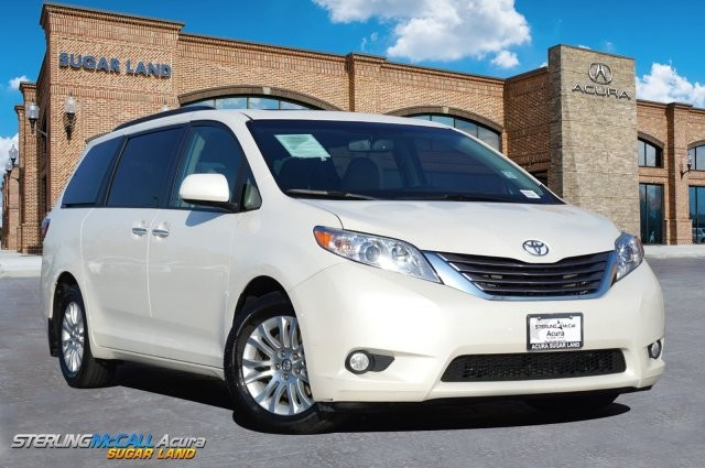 Pre-Owned 2017 Toyota Sienna XLE *** NAVIGATION *** SUNROOF ***