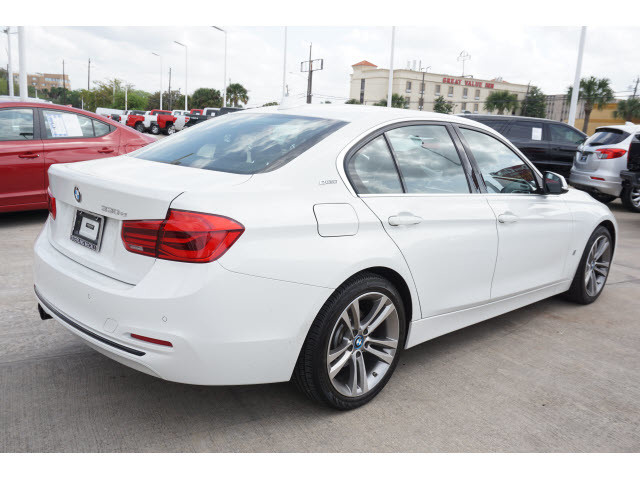 Pre-Owned 2017 BMW 3 Series 330e iPerformance